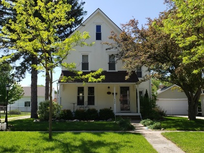 Lake Geneva Single Family Home Active Contingent With Offer: 930 Sage St