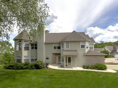 Fontana Condo/Townhouse For Sale: 202 Abbey Ridge Ct