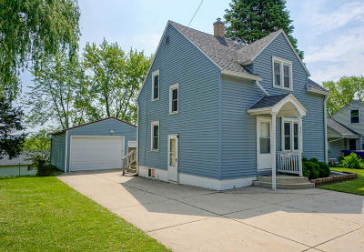 Watertown Single Family Home Active Contingent With Offer: 221 Fremont St