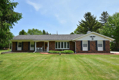 Cedarburg Single Family Home Active Contingent With Offer: 418 Vista View Dr