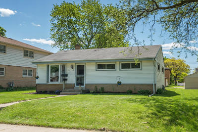 West Allis Single Family Home Active Contingent With Offer: 10123 W Cleveland Ave
