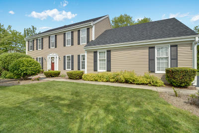 Waukesha Single Family Home Active Contingent With Offer: 1060 Ridge Rd