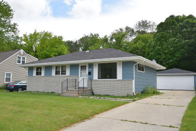 West Bend Single Family Home Active Contingent With Offer: 2029 Briar Dr