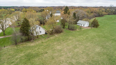 Waukesha Single Family Home For Sale: W329s4205 County Road E