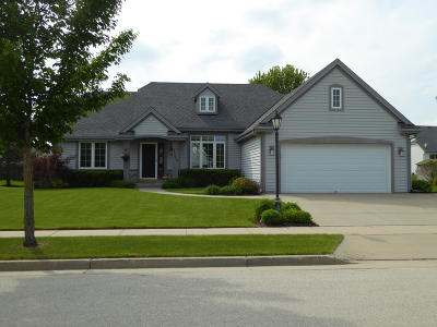 Waukesha Single Family Home Active Contingent With Offer: 4042 Stillwater Cir
