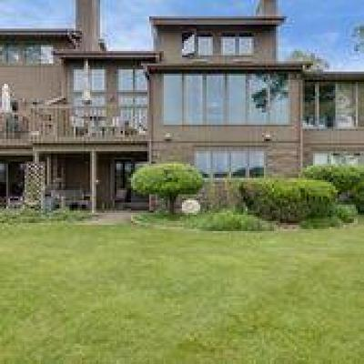 Hartland Condo/Townhouse Active Contingent With Offer: 3805 Nagawicka Shores Dr