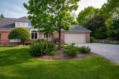 Mequon Condo/Townhouse For Sale: 2645 W Lake Vista Ct