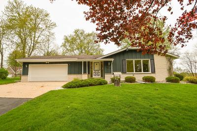 Waukesha Single Family Home Active Contingent With Offer: W256s4883 Oakdale Dr