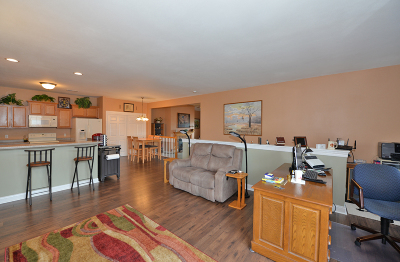 Racine County Condo/Townhouse Active Contingent With Offer: 1029 Bedford Ct #201