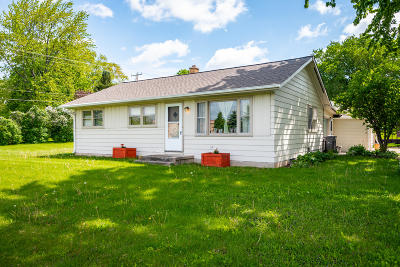 Port Washington Single Family Home Active Contingent With Offer: 2690 Northwoods Ln