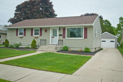 Sheboygan Single Family Home Active Contingent With Offer: 2713 Wedemeyer St