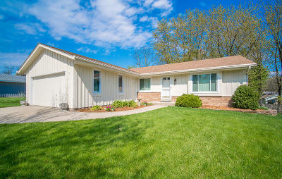 Waukesha Single Family Home Active Contingent With Offer: 1507 Cherrywood Dr