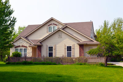 Pewaukee Single Family Home Active Contingent With Offer: N16w29802 Brookstone Cir