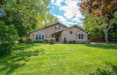 West Bend Single Family Home For Sale: 1002 Birchwood Trl