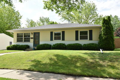 Waukesha Single Family Home Active Contingent With Offer: 1249 Aldoro Dr
