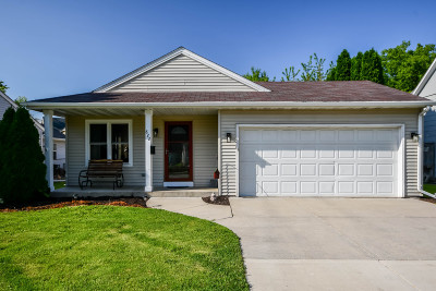 Waukesha Single Family Home Active Contingent With Offer: 822 Eales Ave