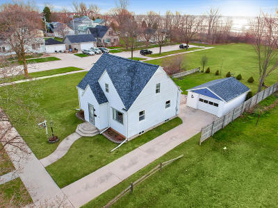 Sheboygan Single Family Home Active Contingent With Offer: 1407 S 7th St