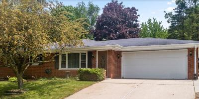 Slinger Single Family Home Active Contingent With Offer: 530 Oak Ter