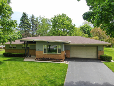 Brookfield Single Family Home Active Contingent With Offer: 2720 Arbor Dr