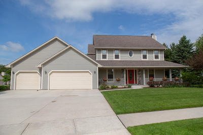 Plymouth Single Family Home Active Contingent With Offer: 732 Windsong Cir