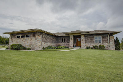 Muskego Single Family Home For Sale: W150s8197 Harvest Ct