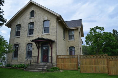 Waukesha Single Family Home Active Contingent With Offer: 1115 W Sunset Dr