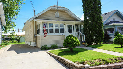 Waukesha Single Family Home For Sale: 147 Cook St