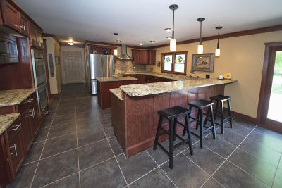 Nashotah Single Family Home Active Contingent With Offer: W333n4146 Mertins Dr