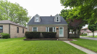 Milwaukee Single Family Home Active Contingent With Offer: 1401 E Norwich St