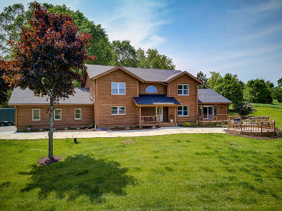 West Bend Single Family Home For Sale: 1500 Mapledale Rd