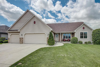 Oak Creek Single Family Home Active Contingent With Offer: 9747 S Mustang Pl