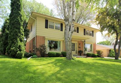 Wauwatosa Single Family Home Active Contingent With Offer: 10549 W Woodward Ave