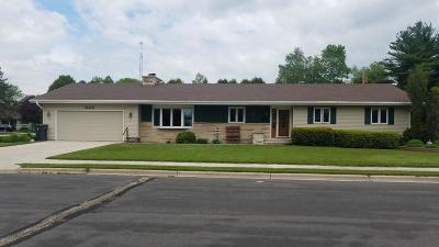 Oostburg Single Family Home Active Contingent With Offer: 826 Huron Ave