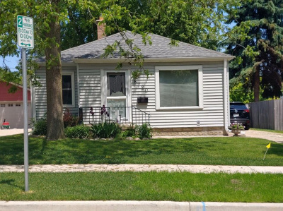 West Allis Single Family Home Active Contingent With Offer: 8720 W Hayes Ave