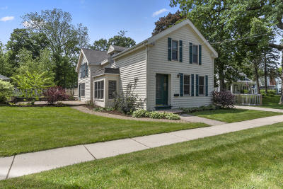 Delavan Single Family Home For Sale: 210 N 4th St