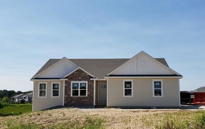 Slinger Single Family Home For Sale: 529 Spur Rd