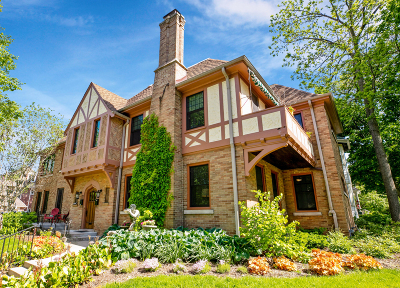 Shorewood Condo/Townhouse For Sale: 2501 E Olive St