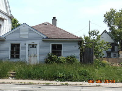 Milwaukee Single Family Home Active Contingent With Offer: 2526 N 27th St