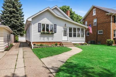 Kenosha Single Family Home Active Contingent With Offer: 406 71st St
