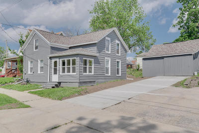 Watertown Single Family Home Active Contingent With Offer: 607 N Second St