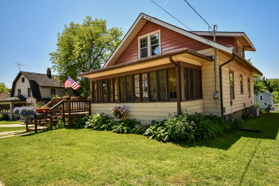 Waukesha Single Family Home Active Contingent With Offer: 910 N Greenfield Ave