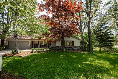 Ozaukee County Single Family Home Active Contingent With Offer: 4930 Upper Forest Beach Rd