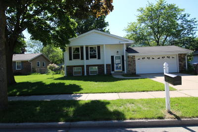 Waukesha Single Family Home Active Contingent With Offer: 1812 Chapman Dr