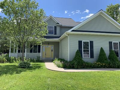 Williams Bay Single Family Home For Sale: 521 Prairie View Rd