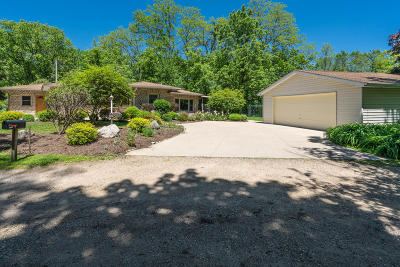 Lake Geneva Single Family Home For Sale: 301 Oak Ter