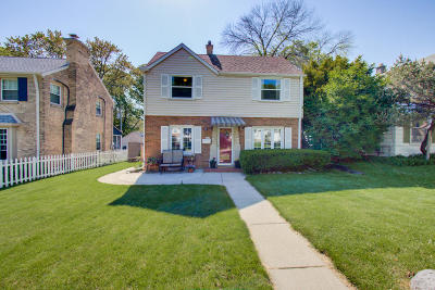 Milwaukee Single Family Home Active Contingent With Offer: 4519 S Jasper Ave