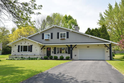 Mequon Single Family Home Active Contingent With Offer: 2913 W Paget Ct