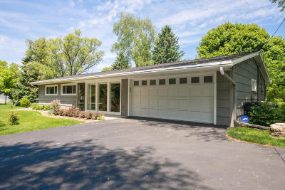 Mequon Single Family Home For Sale: 5510 W Sunnyside Dr