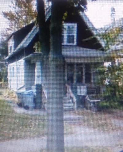 Milwaukee Single Family Home For Sale: 1127 E Idaho St