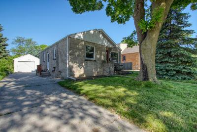 Milwaukee Single Family Home For Sale: 4481 S Taylor Ave
